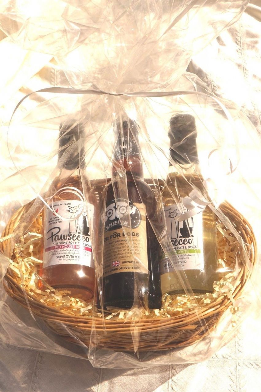 LUXURY DOG WINE & BEER HAMPER - 2 X PAWSECCO & 1 X BOTTOM SNIFFER BEER & TAG